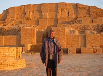 Local guide at Chogha